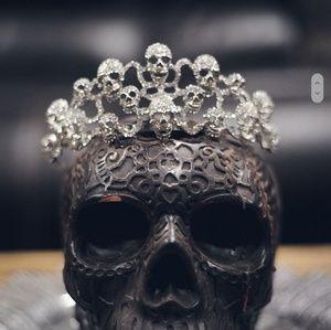 Jewelry - Skull crown rhinestone